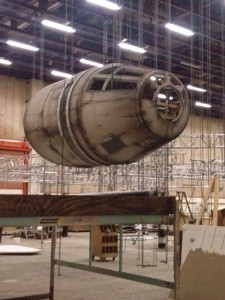 millennium-falcon-star-wars-spoiler-sneak-peek-behind-the-scenes-photos-0113-480w