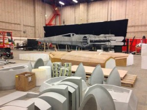 millennium-falcon-star-wars-spoiler-sneak-peek-behind-the-scenes-photos-016-480w